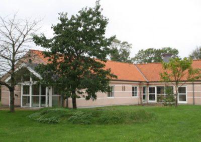 Bygning 2 ved Kongens Ø Munkerup rummer beboelse for beboere i stoffri behandling