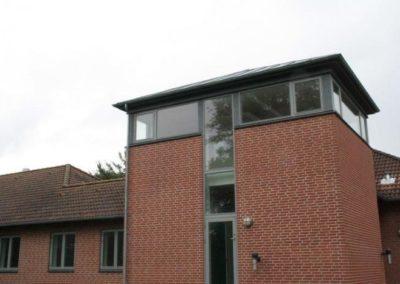 Bygning 3 er i flere etager og indeholder mange fælles opholdsrum og undervisningslokaler.
