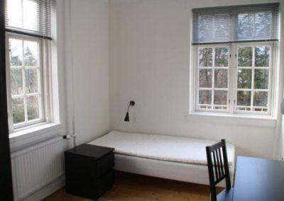 Beboerne opfordres til at sætte sit eget præg på værelserne, selv om ikke to af dem er ens i indretning eller udrustning