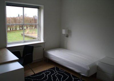 Et af de mange individuelle værelser på Kongens Ø Munkerup, som blev gennemmoderniseret i 2012/2013.