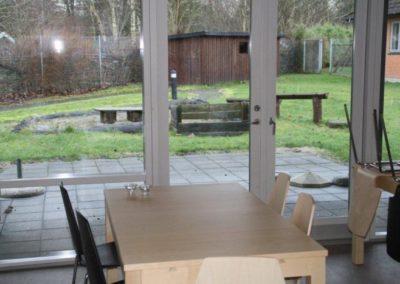 Der er fælleslokaler i alle bygninger ved Kongens Ø Munkerup, både i forbindelser med terrasser og haver.